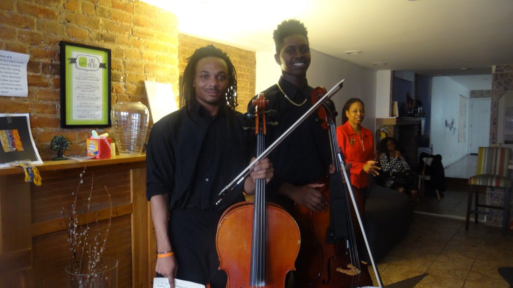 (l to r) Cellists Ezekiel McGhee and Julian Beckford, seniors at Frank Sinatra School of the Arts