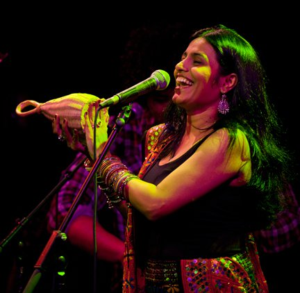 Falu_at_Joes_Pub_Feb_2011_by_Falu.4153151_std