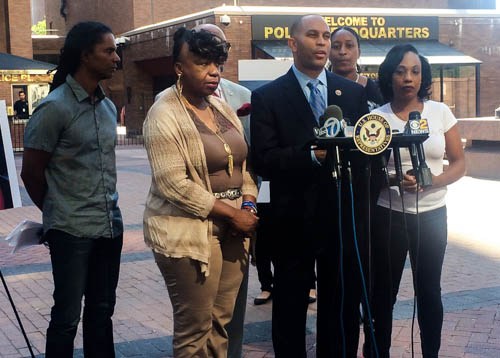 U.S. Representative Hakeem Jeffries stands with Gwen Carr, the mother of Eric Garner, Constance Malcolm, the mother of Ramarley Graham, and Mark Winston-Griffith of the Brooklyn Movement Center to demand that the NYPD fire officers Daniel Pantaleo and Richard Haste.